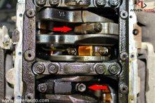 Двигатель, в кором стучал шатун. Стрелками отмечены крышки подшипников. Темная - виновница ситуации.
