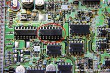 Ремонт блока управления двигателем – на фотографии отмечен вышедший из строя силовой транзистор, управляющий форсунками.