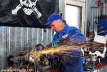 Иногда в процессе ремонта ходовой части требуется использование тяжелого инструмента. Мы называем это «слесарные работы» :)