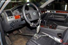 Фиксация рулевого колеса и педали тормоза во время регулировки развал-схождения.