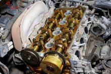 Для регулировки тепловых зазоров клапанов толкателями нужно существенно разобрать двигатель.
