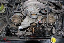 На фото паказана замена ремня ГРМ на 8-ми цилиндровом V-образном двигателе, автомобиль Lexus LS430.
